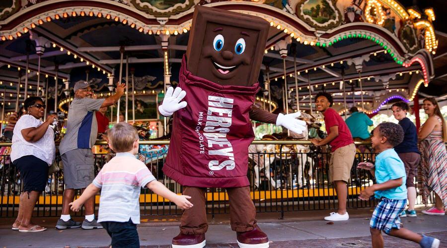 Hershey Bar character dancing at Hersheypark